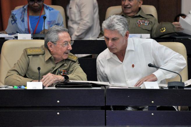 Raúl Castro y Miguel Díaz-Canel en la Asamblea Nacional del Poder Popular