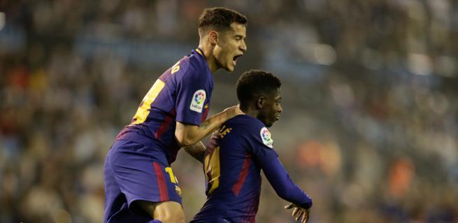 Coutinho y Dembelé celebran el primer gol del Barça