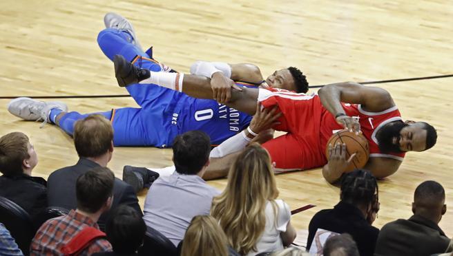 Russell Westbrook y James Harden se disputarán el premio al mejor jugador de la temporada en la NBA.