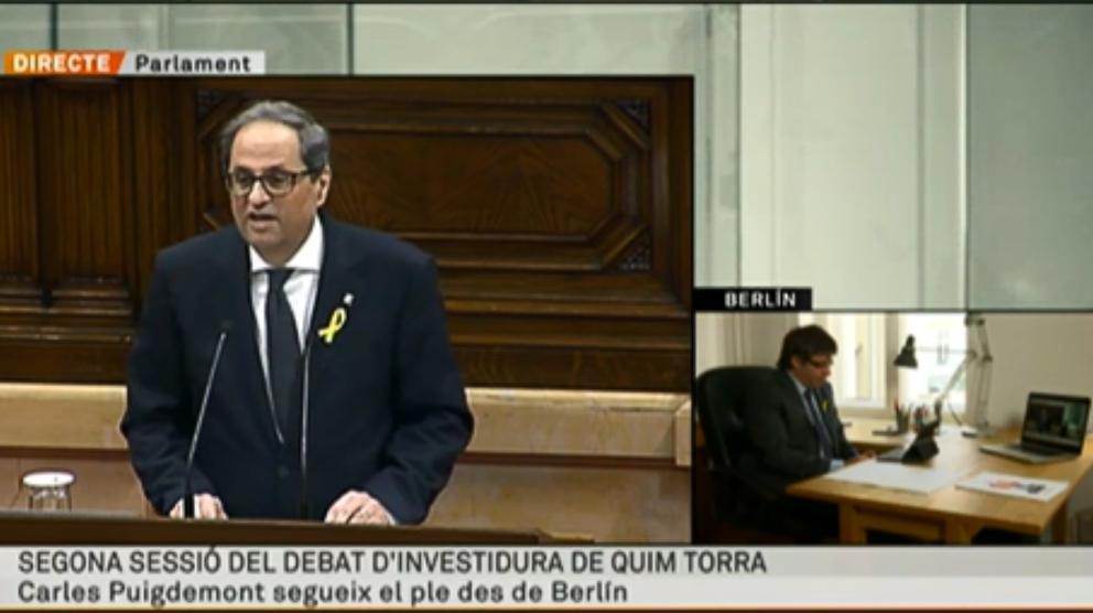 TV3 retransmite en directo cómo Puigdemont sigue la investidura de Torra