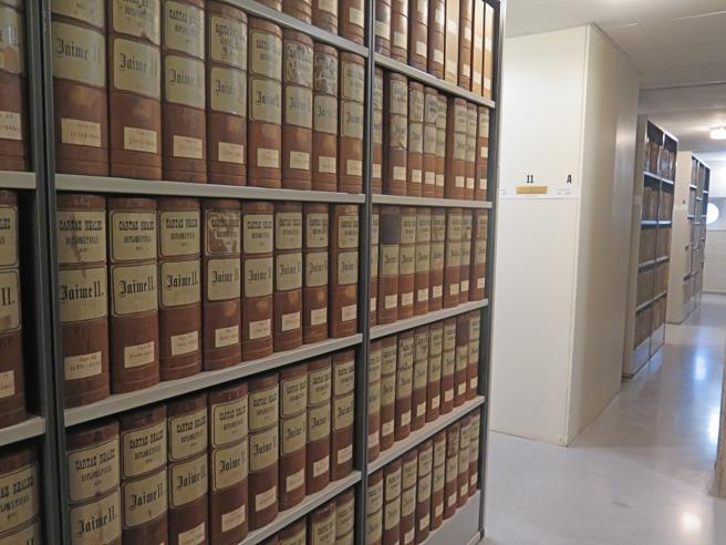 Registros de la Cancillería Real, ubicados en uno de los doce depósitos que alberga el edificio de la calle Almogàvers de Barcelona