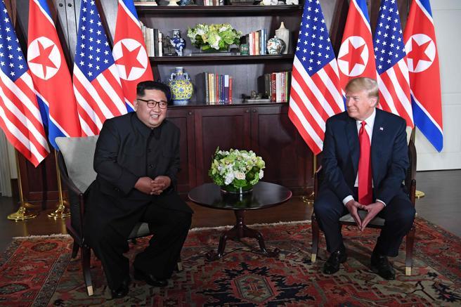En los primeros momentos del encuentro, ambos líderes se muestran nerviosos