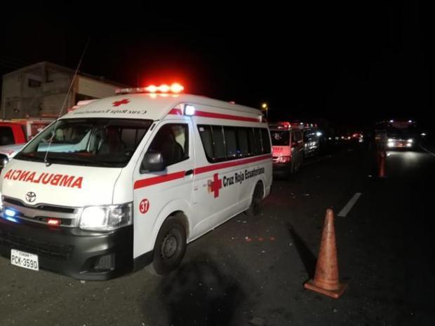 Diversas ambulancia acudieron al lugar del accidente para socorrer a las víctimas