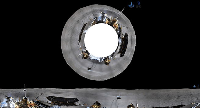 Imagen panorámica de la cara oculta de la Luna