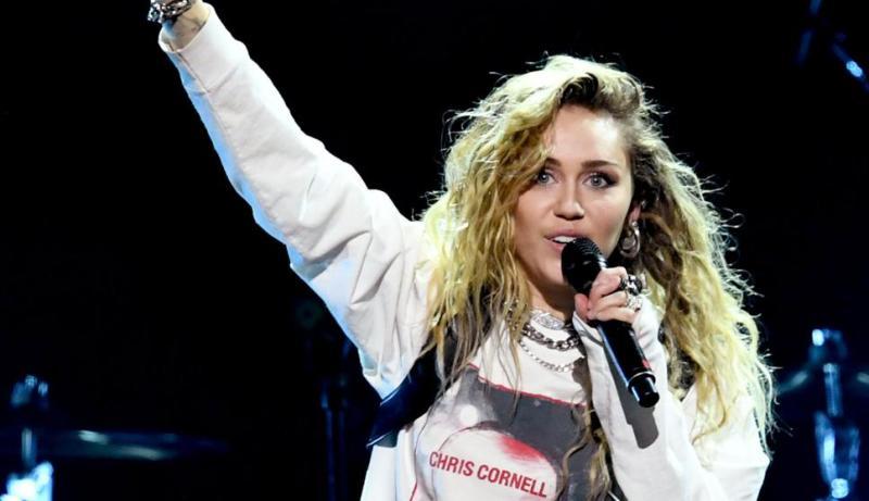 La actuación con la que Miley Cyrus ha dejado alucinado al batería de Metallica