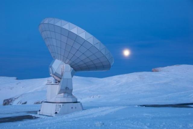 Radiotelescopio IRAM, en el pico Veleta, en Sierra Nevada, que se ha utilizado para observar el agujero negro del centro de la Vía Láctea