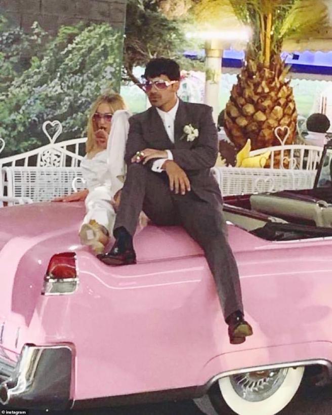 Joe Jonas and Sophie Turner pose as husband and wife