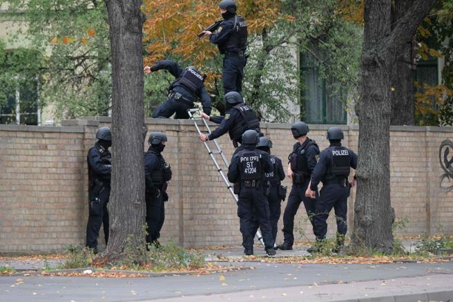 La zona ha sido acordonada y hay una fuerte presencia policial