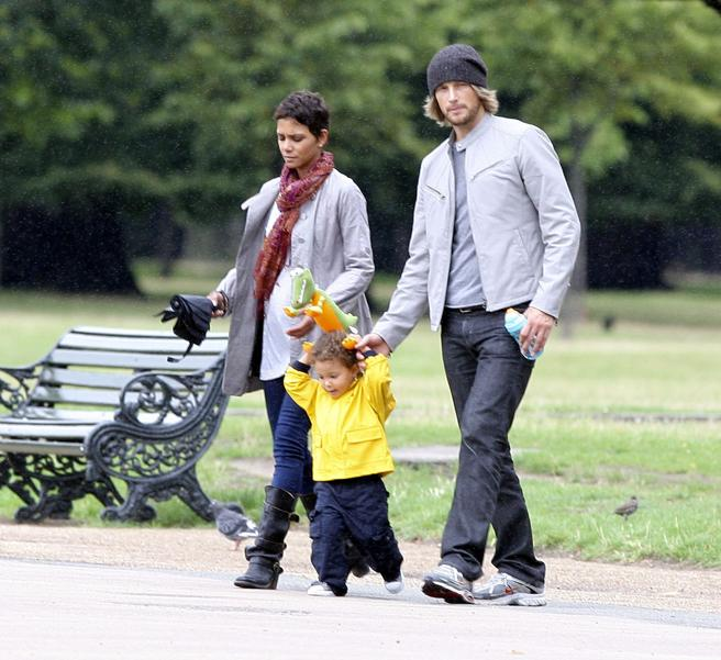 Halle Berry and Gabriel Aubry, for a walk with their daughter Nahla in London in 2010