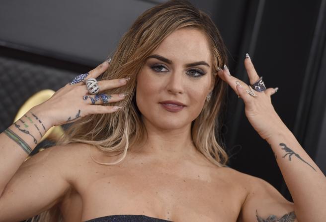 JoJo attending the red carpet of the Grammy Awards