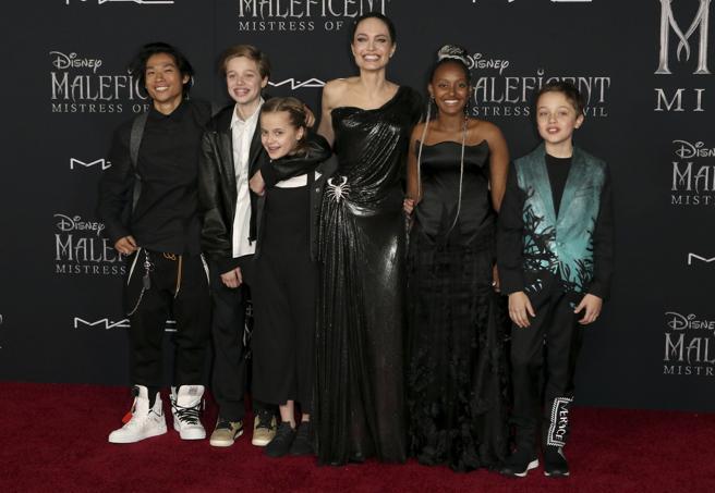 Angelina Jolie and her children (left to right): Maddox Jolie-Pitt, Shiloh Jolie-Pitt, Vivienne Jolie-Pitt, Zahara Jolie-Pitt and Knox Jolie-Pitt