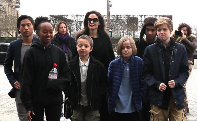 Angelina Jolie with their six children: Maddox, Zahara, Shiloh, Pax, Knox and Vivienne Jolie Pitt