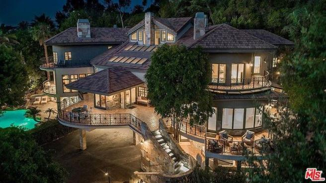 The house in Encino, in the San Fernando Valley, is its latest acquisition. It has cost 4.5 million euros.