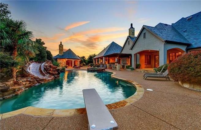 The sunset over the pool.