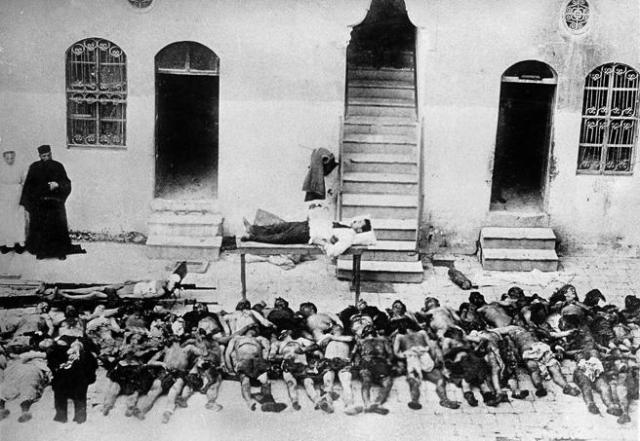 La catástrofe de Esmirna supuso el asesinato de miles de griegos y armenios en la ciudad