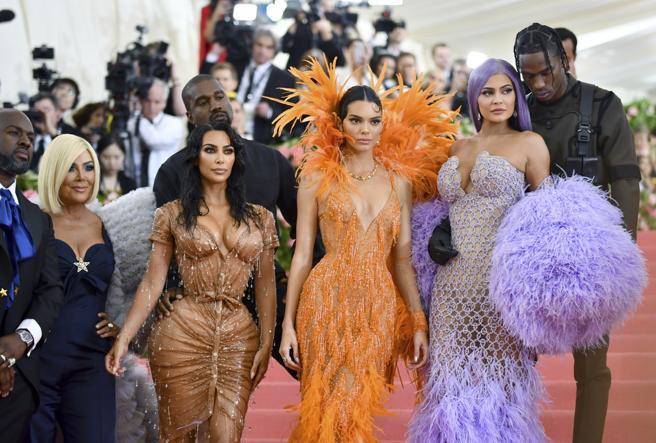 Corey Gamble, Kris Jenner, Kim Kardashian, Kanye West, Kendall Jenner, Kylie Jenner and Travis Scott in the last edition