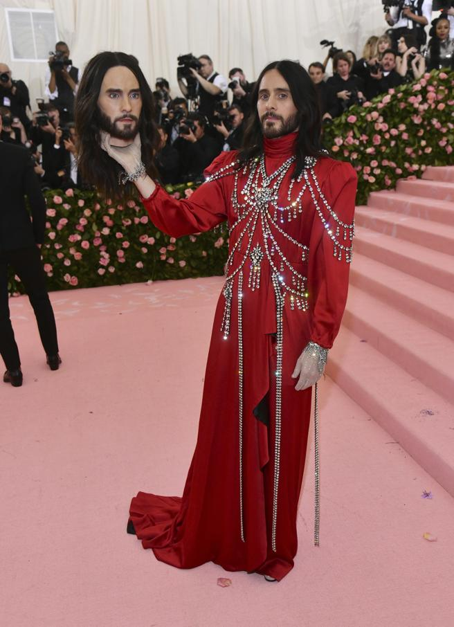 Jared Leto and his decapitated head at the gala, 2019