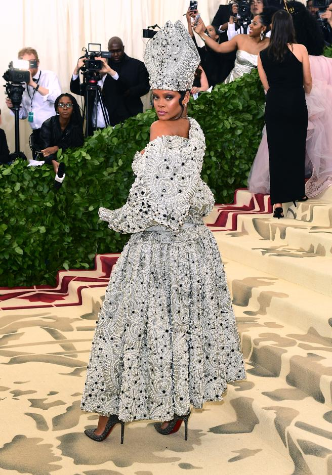 Rihanna in the edition of 2018 with its design inspired by catholicism