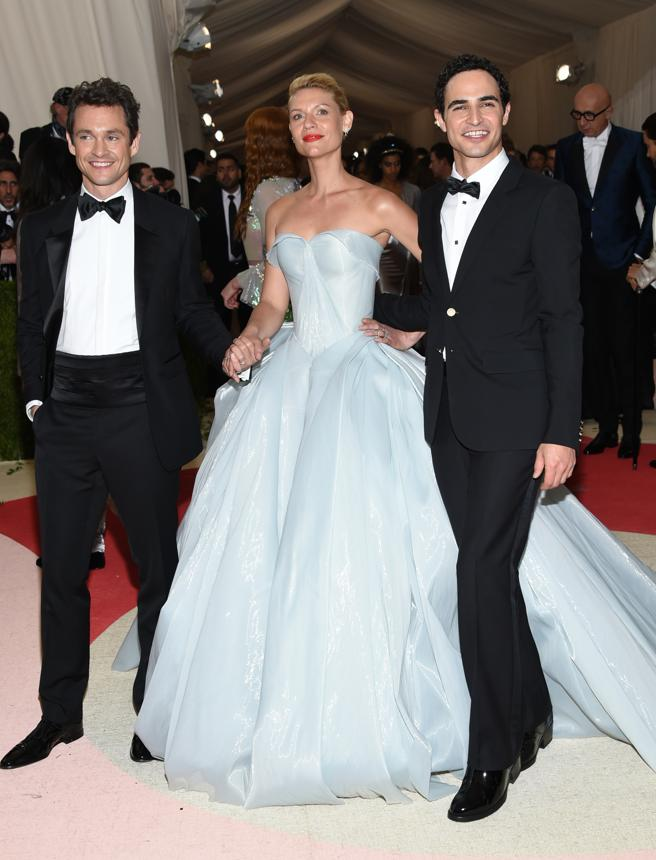 Claire Danes poses with her husband, Hugh Dancy, and the designer Zac Posen at the gala 2016