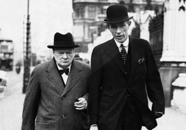 Winston Churchill junto a lord Halifax