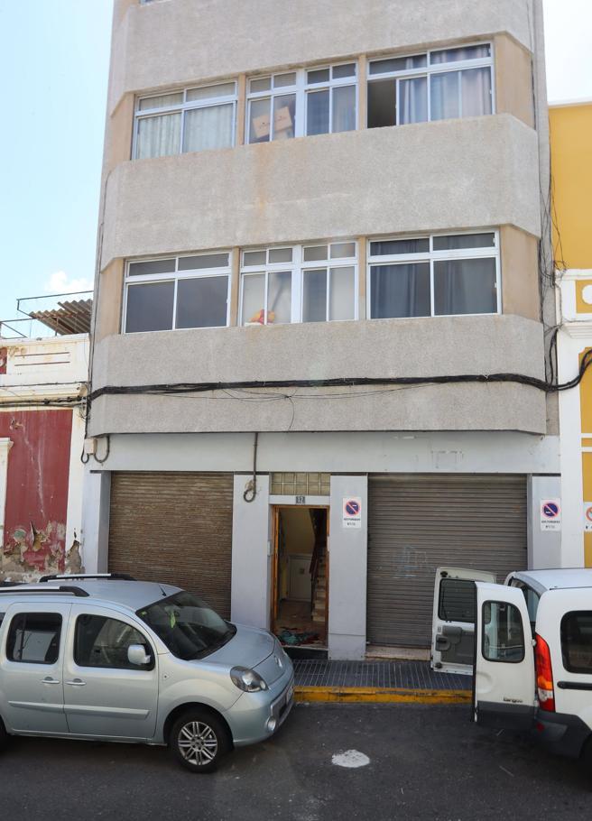 Edificio de la calle Tecén de Las Palmas donde se produjo el ataque a la vecina.