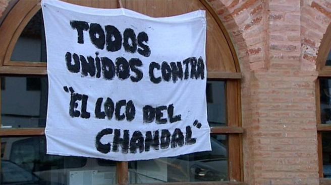 Concentración en 2013 en Almadén de la Plata por la llegada de 'El loco del chándal'.