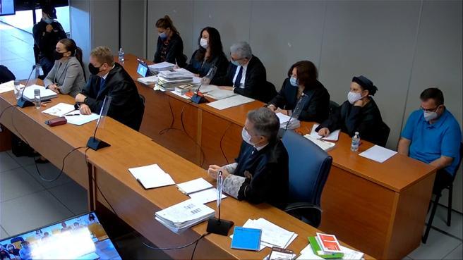 Los acusados, en extremos opuestos de la fila banquillo, en una de las sesiones del juicio