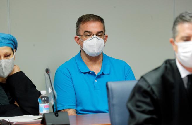 El acusado, Salva, en el banquillo de los acusados, en el centro de la imagen