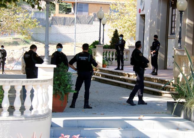 La Guardia Civil en el Ayuntamiento de Cabrera de Mar