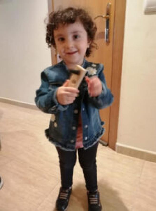 La pequeña Amelia ha desaparecido de la escuela El Far de Calella