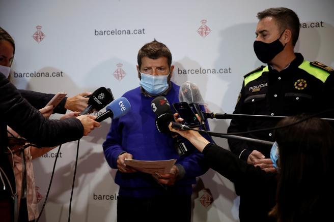 Albert Batlle, teniente de alcaldía de Seguridad de Barcelona informa a la prensa sobre lo ocurrido en el paseo de Sant Joan de Barcelona