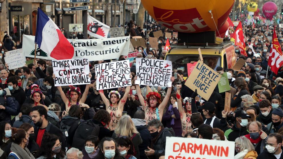 """Las protestas contra la ley de """"seguridad global"""" en París acaban con 46 detenidos y 23 policías heridos"""
