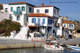 Grecia, Aghios Esfriatos: antiche case sul porto.