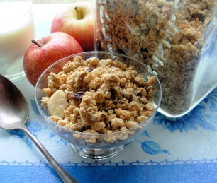 Country Style Almond and Vanilla Granola (Crunchy Muesli) for Farmhouse Breakfast Week