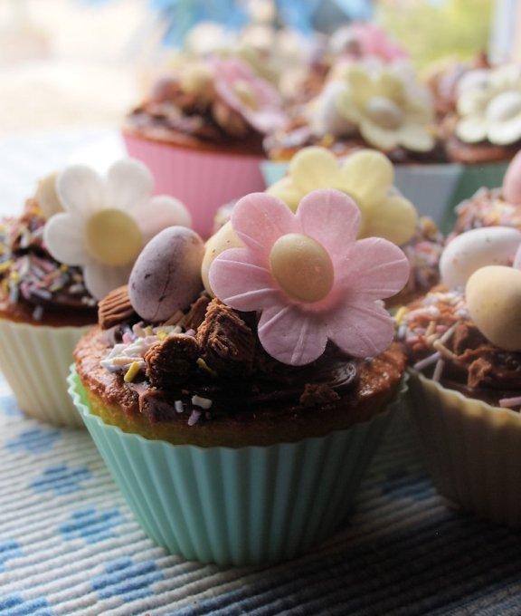 Little Easter Egg & Daisy Cakes
