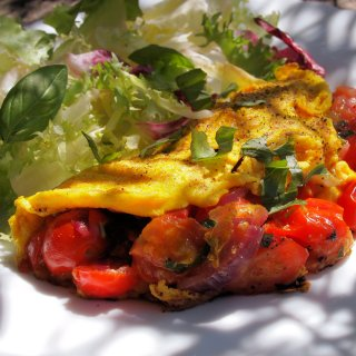 Cheese & Tomato Breakfast Omelette (170 calories)