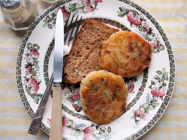 Remembrance Sunday Wartime Kitchen: Bacon Cakes, Baked Bean Tin Puddings & Sunday Tea