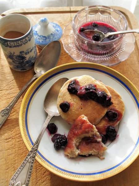 5:2 Diet Blueberry and Oat Pancakes with Cinnamon