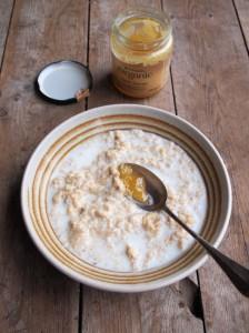 Low-Calorie Creamy Porridge with Honey