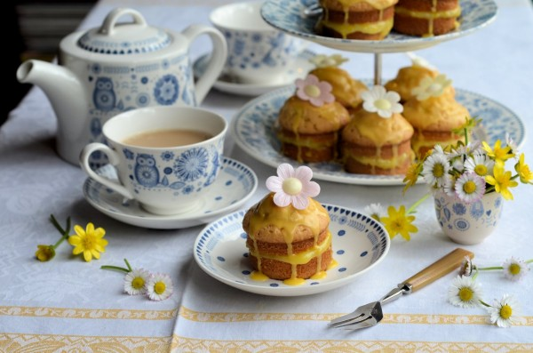 Mothering Sunday & a Posy of Daisies: Little Victoria Lemon Daisy Cakes Recipe