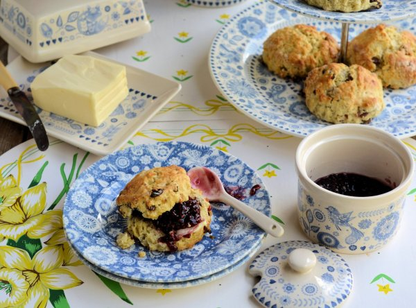 An Afternoon Tea with Scones: Win 12 pieces of Penzance Dinnerware with Churchill!