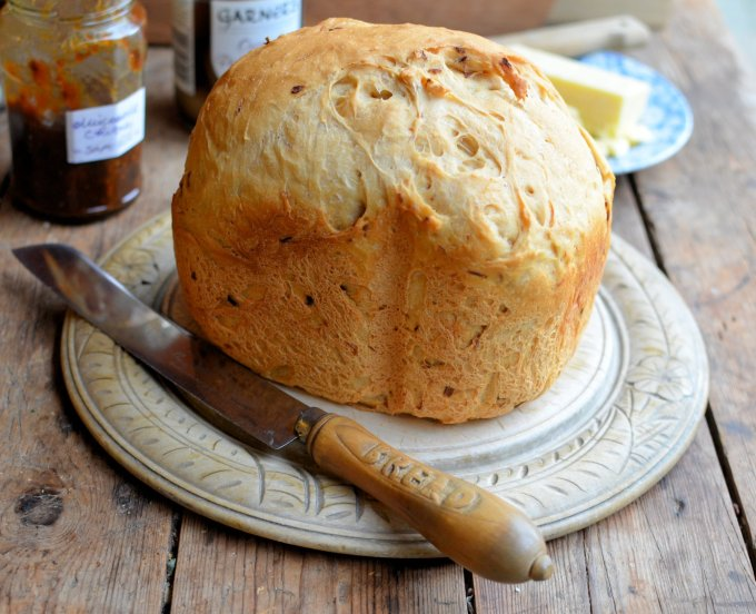 Garlic and Shallot Country Style Bread (Breadmaker)
