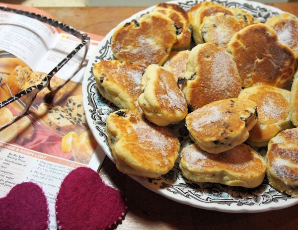 https://www.lavenderandlovage.com/2012/02/valentines-day-love-is-in-the-air-with-romantic-welsh-griddle-cakes-for-tea-time-treats.html