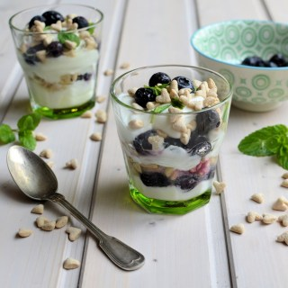 Blueberry & Yoghurt Breakfast Pots