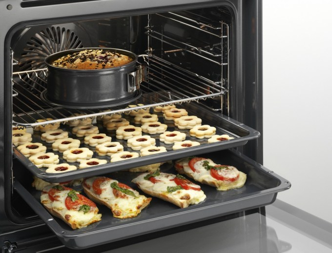 AEG Multifunction Ovens with SteamBake Technology for better baking results