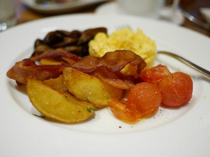 Breakfast in Shangri-La
