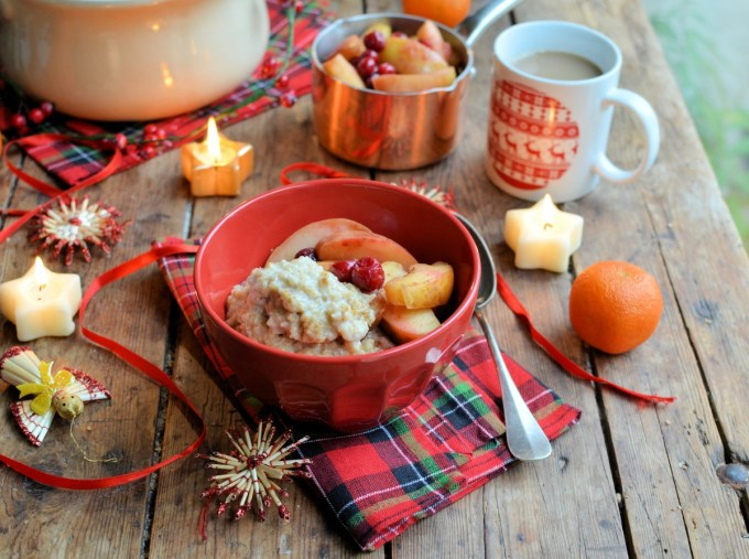 """""""Festive overnight cooked oatmeal with spiced poached fruits"""""""