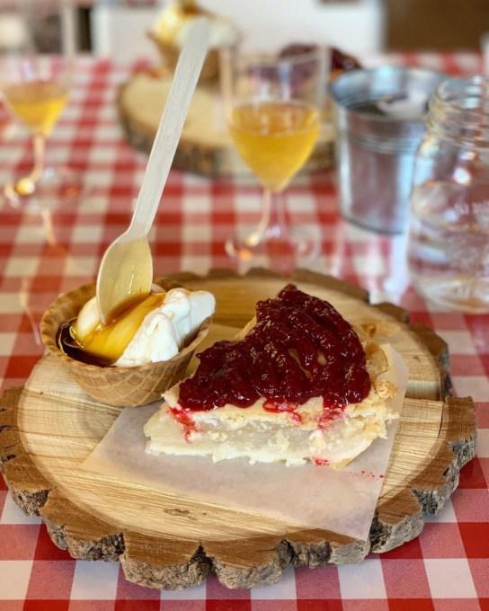 lunch at the authentic and first Apple Shack in Quebec, Labonté de la pomme