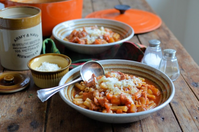Using a ready-prepared soup mix with fresh veggies & pearl barley, I've added pasta, bacon, thyme and red wine for a hearty Scottish Italian inspired soup.