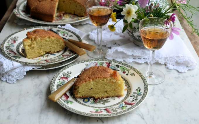 Today's recipe is based in a recipe that my grandmother used to make from an old Be-Ro cookbook, I have increased the quantities to serve more people, as this cake keeps very well and is an ideal cake to add to the school or office lunch box, as an occasional treat. It also freezes very well, and is the ideal foundation cake recipe for birthday cakes and other variations such as seed cake and cherry cake.
